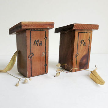 Vintage Wood Outhouses Salt and Pepper Shakers Labeled Ma & Pa - Tennessee Souvenir Folk Art - Rustic Cabin Decor - Halloween Decoration