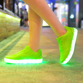 7 Colors Girl LED Luminous Skateboard Shoes Tennis Shoes Running Sneaker Light Up Chaussures Glow Dance Sapatos Charge Footwear