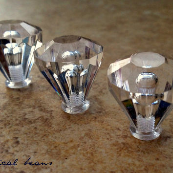 Small Round Clear Knob / Diamond Cut Pull in Acrylic / Multi-Facet Decorative Hardware For Furniture Cabinets Dressers