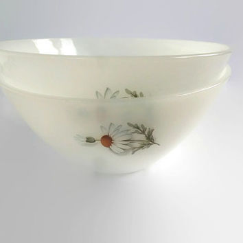 French Vintage Arcopal Bowls . Daisy Floral Design . Milk Glass Bowls . Set of Three Serving Bowls .