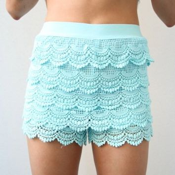 VINTAGE MINT TIER CROCHETED SCALLOPED HEM HIGH WAISTED LACE SHORTS 6 8 12