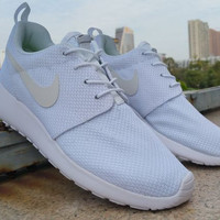 n046 - Nike Roshe Run (White Mesh)