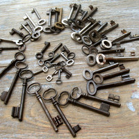 Wholesale Vintage Keys - Genuine Skeleton Keys - 45 Old Iron Keys - Wedding favor (L-66).