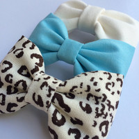 Cheetah, tiffany blue, and winter white hair bow lot from Seaside Sparrow.  This Seaside Sparrow hair bow set makes a perfect gift for her.
