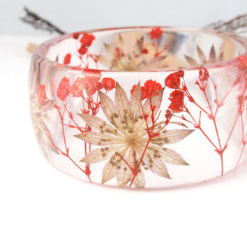 Real flower Bracelet -Size M- Resin Bracelet, Resin bangle bracelet, Chunky Thick Rounded Bangle, Real Plant Bracelet, Astrantia