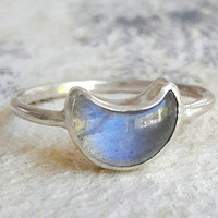 Carved Crescent Moon and Sterling Silver Ring - Moon Phase Ring - Hammered Silver Ring - Labradorite Ring - Moonstone Ring - Boho Ring