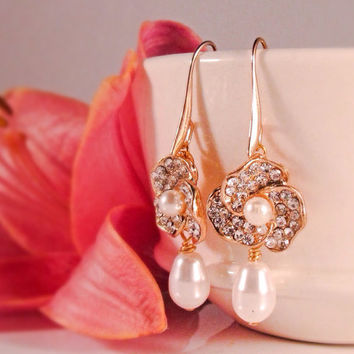 Gold flower wedding earrings Crystal and pearl bridal earrings Vintage style jewelry Gold bridesmaid earrings Bridal party gifts for her