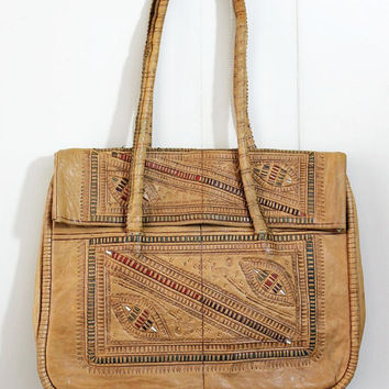 ViNtAgE 70s bag // HAND TOOLED embossed leather GYPSY folk tote bag // a194