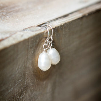 Pearl Drop Earrings - White Pearls - Sterling Silver Ear Wires - Wedding - Bridal