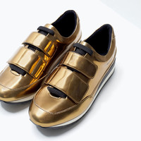 Gold sneakers with velcro