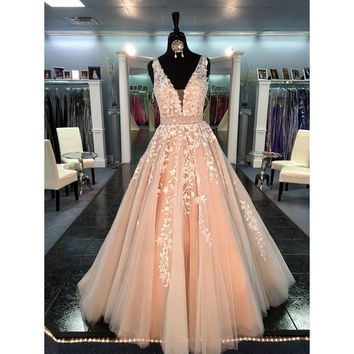 Champagne New Prom Dresses 2017 Sexy V-Neck Impored Party Dress Appliqued Tulle A-line Women Evening Gowns