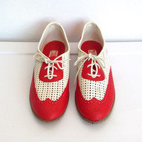 Womens Vintage 1980s Two Tone / Red and White Wingtip Oxfords / Perforated Shoes - Size 8.5
