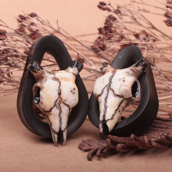 drop tunnels with polimer clay skull - ear drops - teardrop tunnels - ear plugs - ear tunnels - organic plugs - gauge earrings - 26mm 28mm