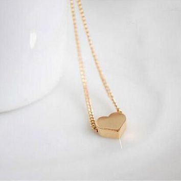 Simple and popular small peach heart love short clavicle chain elegant women's necklace XL035