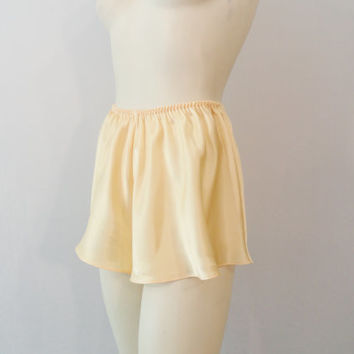 Vintage Tap Pants / Sleep Shorts Yellow Smooth Liquid Satin Size 1X fits modern S M L XL XXL 1X