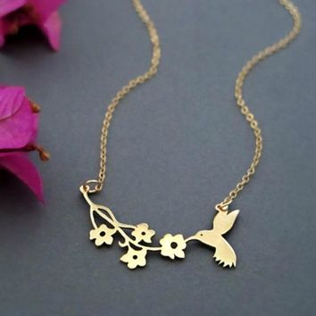 2017 New lovely bird on branch necklace fashion pendant women necklace Hummingbird and flower charm necklace everyday jewelry.
