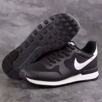 Nike Sneakers Sport Shoes black white hook H-PSXY