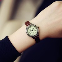 Thin Leather Strap Quartz Wristwatch