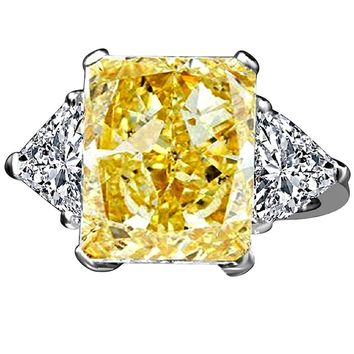 10 CT. Radiant Center Classic Style Settings Sterling Silver Ring W/two 1ct Triangular Sides Simulated Diamond - diamond Veneer® 635R71337canary