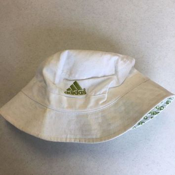 ESBONC. BRAND NEW ADIDAS WHITE AND GREEN BUCKET HAT YOUTH FIT SHIPPING