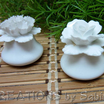 Denton England China Porcelain Flower Salt & Pepper Shaker Set / White Rose Carnation Collectible Sculpted / Vintage FREE SHIPPING (188)