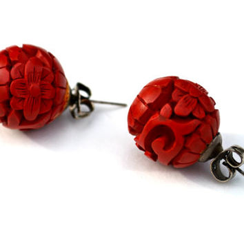 Vintage 1970s Carved Wooden Ball Lipstick-Red Colored Floral Pierced Earrings Native American
