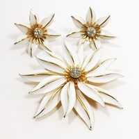 White Enamel Flower Brooch Clip Ons Signed Capri Jewelry Set Summer Gold Tone Rhinestone Floral Pin & Clip On Earrings Vintage 1960s 1970s