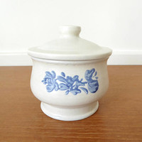 Large Pfaltzgraff Yorktowne sugar bowl with lid, 4 inches wide