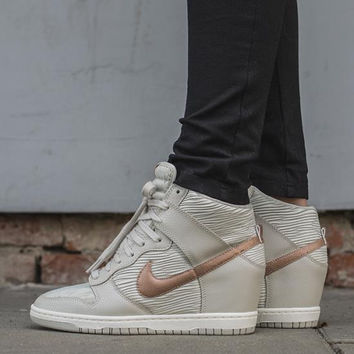 size 40 1b65e f2802 Nike Dunk Sky Hi Essential Inside Heighten woman Leisure High Help Board  Shoes