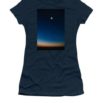 Solar Eclipse, Syzygy, The Sun, The Moon And Earth - Women's T-Shirt (Athletic Fit)
