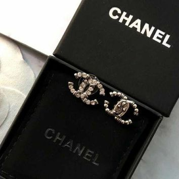 ONETOW Chanel crystal pearl stud earrings for cartilage