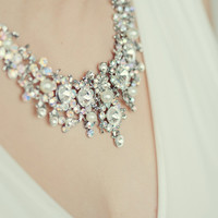 Vintage style pearls necklace. Elegant bridal pearls and crystal necklace. Bridal pearls necklace with sparkling crystal pieces