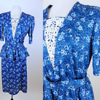 Vintage 80s Beautiful Blue Floral Dress // Belted // Lace Detailing // Medium