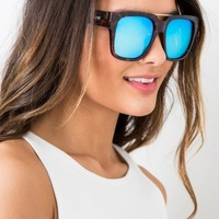 QUAY - MILA IN TORTOISE SHELL AND BLUE