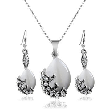 Water Drop Pearl Pendant Necklace and Earrings with Rhinestones