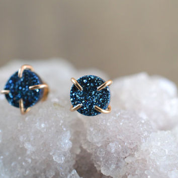 Blue Druzy Prong Earrings. Round Blue Druzy Earrings. Blue and Gold Druzy Studs. Blue Glitter 14k Gold Filled Claw Studs. Prong Earrings