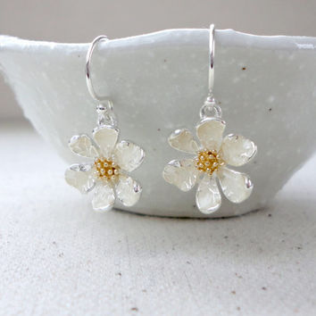 Flower earrings, Daisy earrings, Silver earrings, Flower girl earrings, Wedding earrings, Bridesmaid earrings