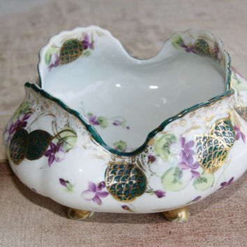 1920s Ceramic Or China Nippon Four Foot Bowl With Flaired Lip And Oriental Motif Marked