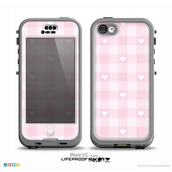 The Light Pink Heart Plaid Skin for the iPhone 5c nüüd LifeProof Case