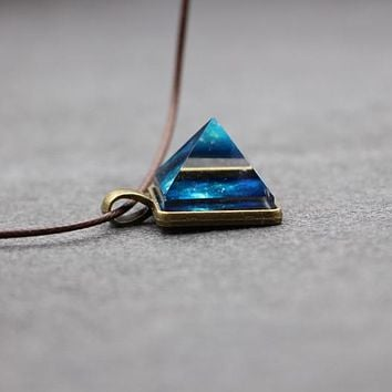 2016 Glowing Crystal Glow in the Dark Pyramid Pendant Outer Space Star Dust Necklace Triangle Geometric Magic Necklace