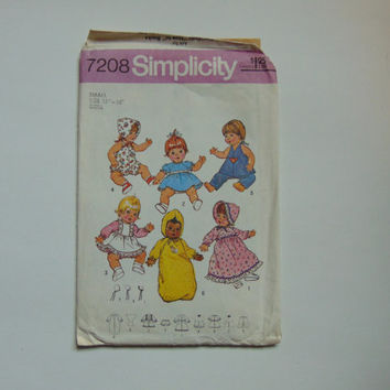 1975 Simplicity 7208 Wardrobe for baby Dolls Sewing Pattern