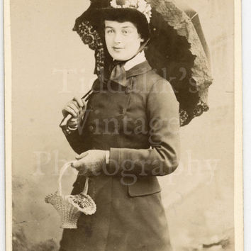 CDV Carte de Visite Photo - Young Victorian Standing Lady Holding Umbrella Parasol - J W Thomas of Hastings England