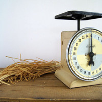 Vintage Hanson Kitchen Scale by birdie1 on Etsy