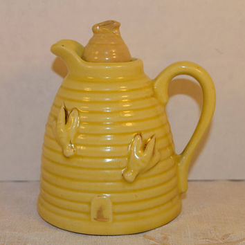 Beehive Honey Pot Vintage Yellow Syrup Pitcher with Honey Bees Jug with Stopper Made in USA Yellow Pottery Breakfast Tableware