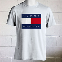 Tommy Hilfiger 90s inspired T-Shirt