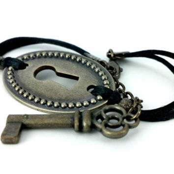 Steampunk Bracelet - Skeleton Key - Key Bracelet - Antique Lock - Steampunk Jewelry - Lock and Key - Antique Key Bracelet -