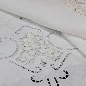 White Linen & Lace Tablecloth, Small Point de Venise Needle Lace, Filet Lace Edging, Cut Work, Victorian / Edwardian, Antique Linens