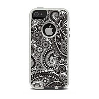 The Black & White Pasiley Pattern Apple iPhone 5-5s Otterbox Commuter Case Skin Set