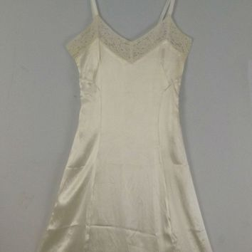 Vintage 1930s 1940s Cream White Liquid Satin and Soft Chantilly Lace Slip Slip Dress Side Zipper and Hook Eyes
