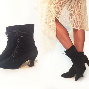 Vintage 1980's Stevie Nicks Black Suede Lace Up Ankle Witchy Victorian Gothic Boots || Size 7